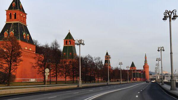 Кремлевская набережная в Москве - Sputnik Азербайджан