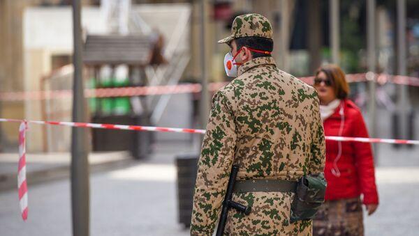 Военнослужащий внутренних войск на центральных улицах в Баку - Sputnik Азербайджан
