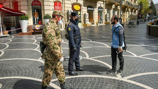Военнослужащие внутренних войск и полицейские на центральных улицах в Баку  - Sputnik Azərbaycan