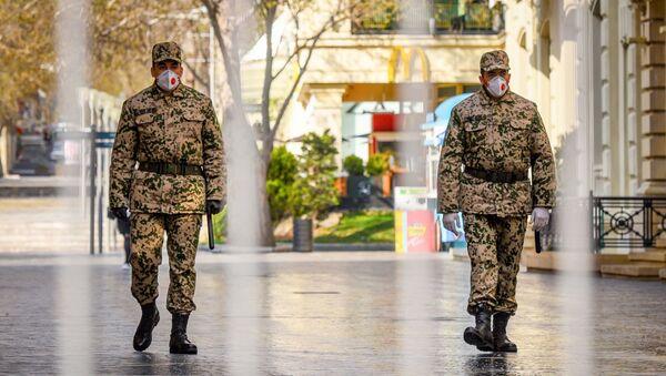 Военнослужащие внутренних войск на центральных улицах в Баку - Sputnik Азербайджан