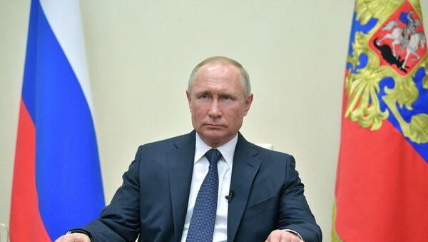Владимир Путин выступает с обращением к нации - Sputnik Азербайджан