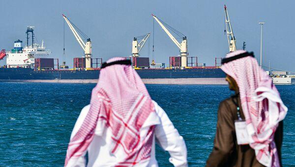 Нефтяной танкер в порту Рас-Эль-Хайр в Саудовской Аравии - Sputnik Азербайджан