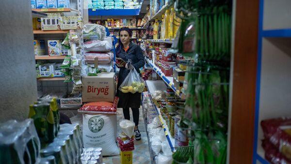 Женщина в магазине, фото из архива - Sputnik Азербайджан