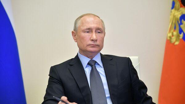 Президент РФ Владимир Путин проводит в режиме видеоконференции совещание по санитарно-эпидемиологической ситуации в России - Sputnik Азербайджан
