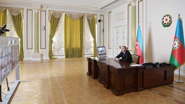 Ильхам Алиев во время видеоконференции, фото из архива - Sputnik Азербайджан