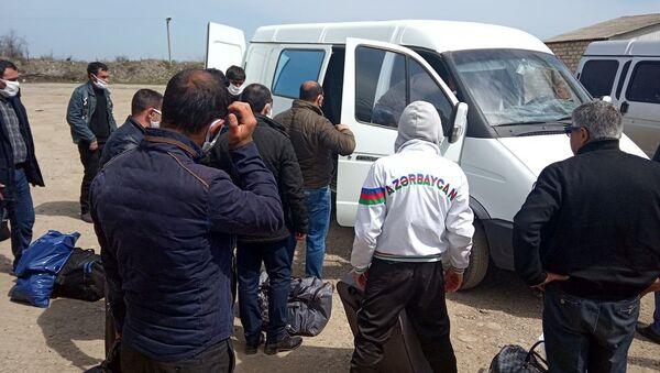 Граждан Азербайджана увозят из Магарамкентского района на турбазу в Дербент - Sputnik Azərbaycan