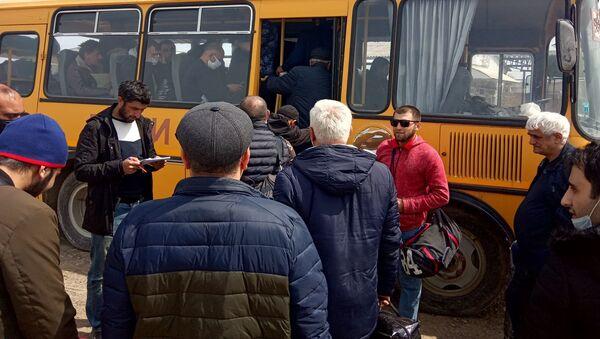 Граждан Азербайджана увозят из Магарамкентского района на турбазу в Дербент - Sputnik Азербайджан
