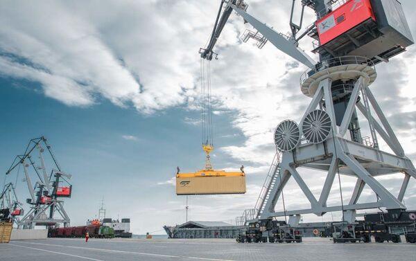 Грузовые контейнеры в Бакинском порту - Sputnik Азербайджан