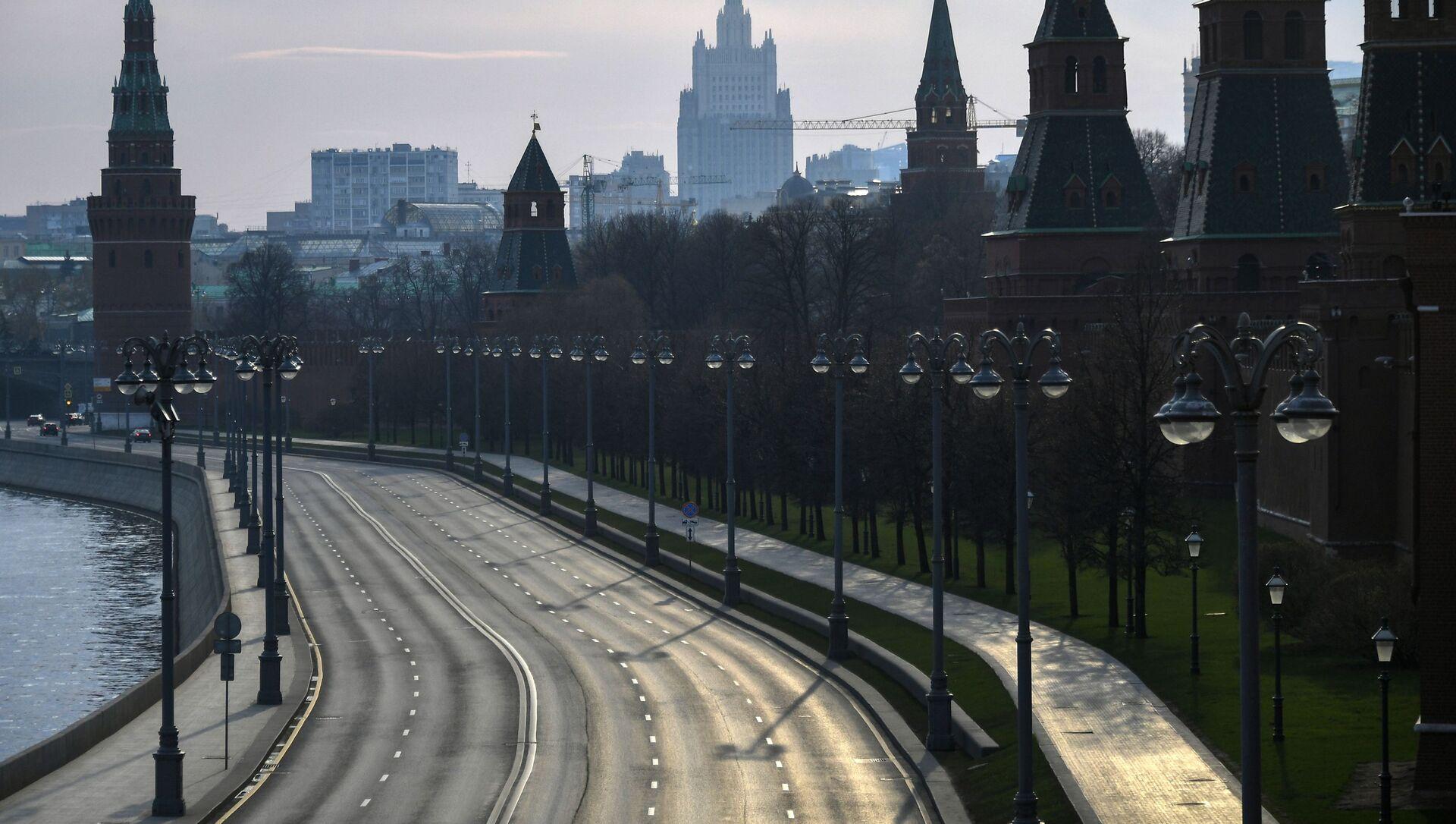 Вид на Кремлевскую набережную с Большого Москворецкого моста, фото из архива - Sputnik Azərbaycan, 1920, 14.09.2021