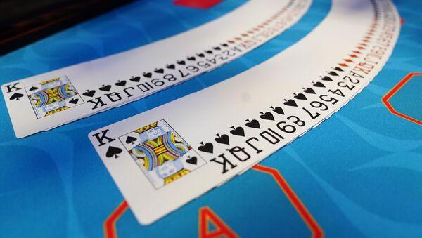 Карты на игровом столе, фото из архива - Sputnik Азербайджан