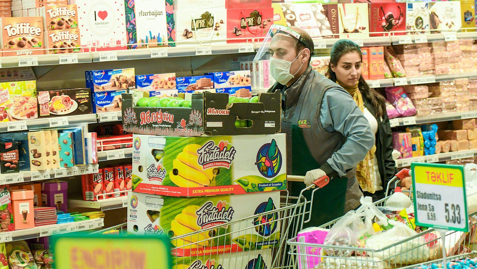 Работа супермаркета в период карантинного режима - Sputnik Азербайджан, 1920, 02.02.2021