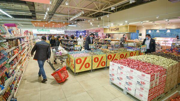 Работа супермаркета в период карантинного режима - Sputnik Азербайджан
