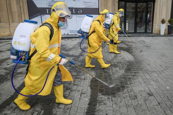 Дезинфекционные работы на улицах Баку - Sputnik Азербайджан