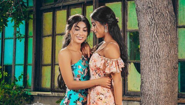 Азербайджанские исполнительницы, сестры-близняшки Севиль и Севиндж Сафаровы - Sputnik Азербайджан