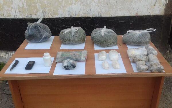 Изъятые азербайджанскими пограничниками наркотические средства и психотропные препараты - Sputnik Азербайджан