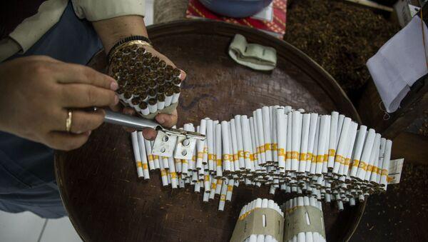 Завод по производству табачной продукции, фото из архива - Sputnik Азербайджан