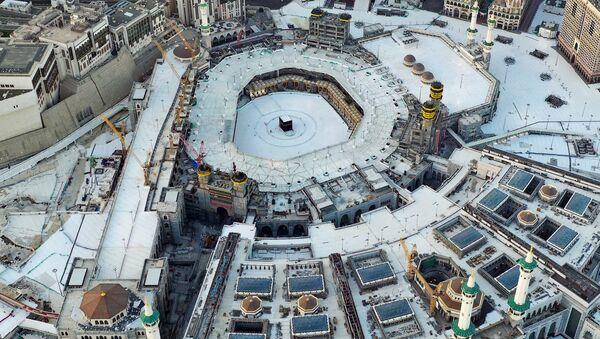 Пустующая Мечеть аль-Харам в первый день Рамадана, Мекка - Sputnik Азербайджан