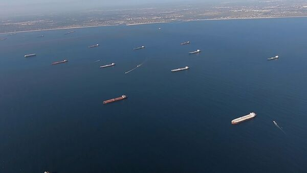 Нефтяные танкеры возле Лонг-Бич, штат Калифорния, США - Sputnik Azərbaycan