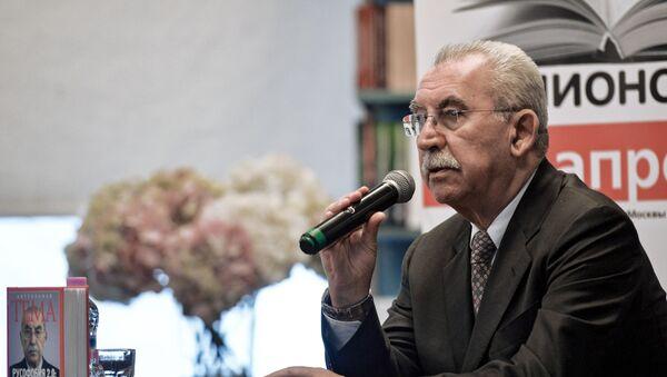 Итальянский писатель и общественный деятель Джульетто Кьеза, фото из архива - Sputnik Azərbaycan