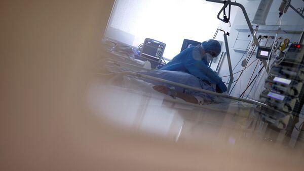 Пациент с COVİD-19 в отделение реанимации и интенсивной терапии, фото из архива - Sputnik Азербайджан
