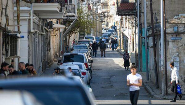 Горожане на одной из улиц в Баку - Sputnik Азербайджан