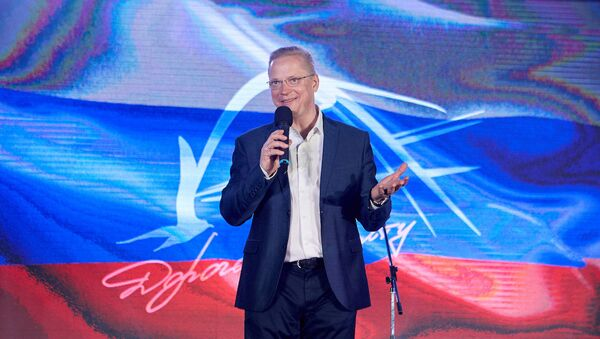 Эрнест Мацкявичус на сцене фестиваля «Дорога на Ялту» в 2019 году - Sputnik Азербайджан