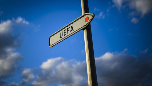 Указатель рядом с штаб-квартирой УЕФА в Ньоне, фото из архива - Sputnik Azərbaycan