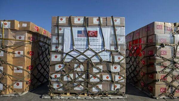 Türkiyənin ABŞ-a göndərdiyi tibbi yardım - Sputnik Азербайджан