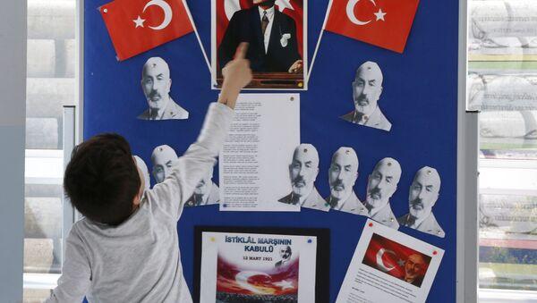 Школьник в Турции, фото из архива - Sputnik Azərbaycan