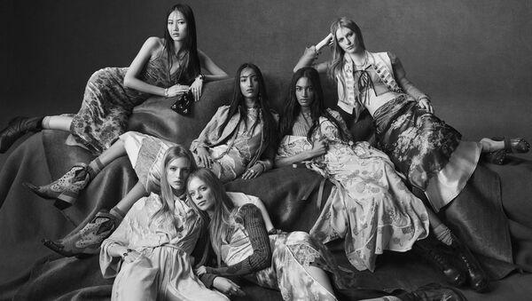 Новая кампания Zara: романтика в кожаных ботинках  - Sputnik Азербайджан