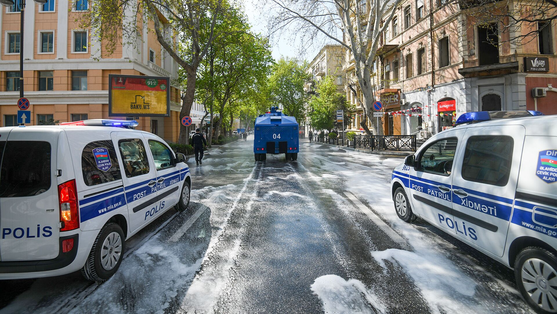 Дезинфекционные работы на улицах Баку - Sputnik Azərbaycan, 1920, 10.09.2021