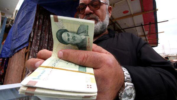 Пересчет иранских риалов, фото из архива - Sputnik Азербайджан