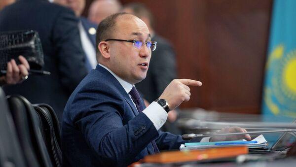 Министр информации и общественного развития Абаев Даурен - Sputnik Азербайджан