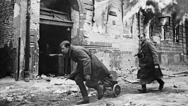 Советские войска в Берлине, 1945 год - Sputnik Азербайджан