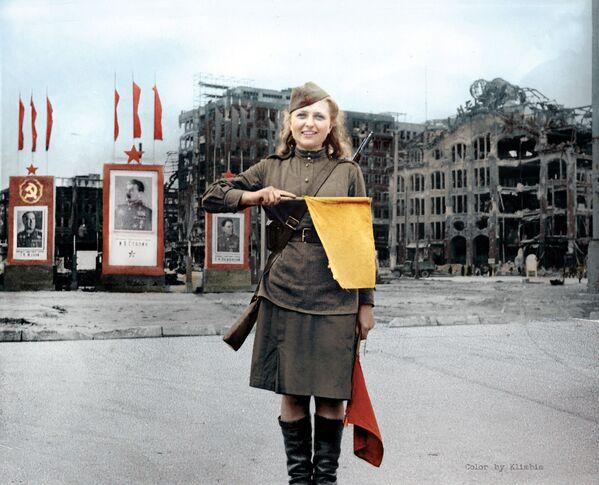 Рядовой Люба Росенова в Берлине  - Sputnik Азербайджан