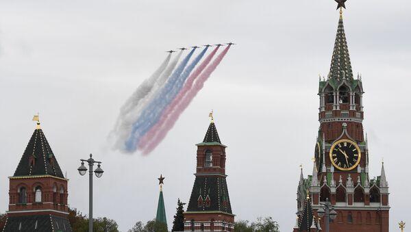 Штурмовики Су-25 на воздушном параде Победы в Москве - Sputnik Азербайджан