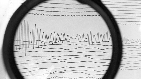 Сейсмограмма землетрясения, архивное фото - Sputnik Азербайджан