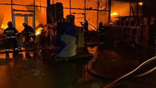 Пожар на рынке стройматериалов EuroHome, 11 мая 2020 года - Sputnik Азербайджан