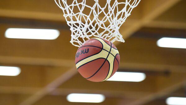 Баскетбольная корзина и мяч, фото из архива - Sputnik Азербайджан