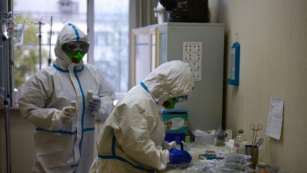 Врачи в центральной клинической больнице РЖД-Медицина в Москве - Sputnik Азербайджан