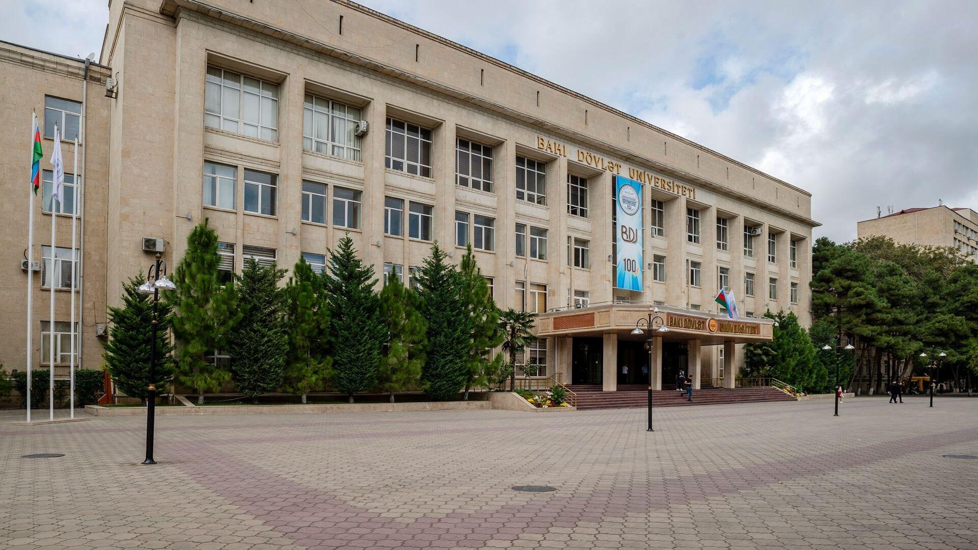 Bakı Dövlət Universitetinin binası, arxiv şəkli - Sputnik Азербайджан, 1920, 28.07.2021