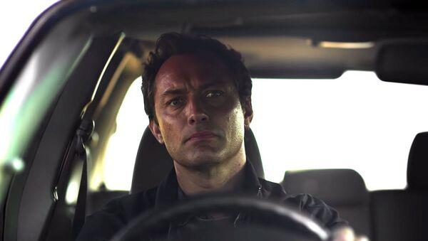 Компания HBO выпустила новый сериал о пугающей изоляции с Джудом Лоу - Sputnik Азербайджан