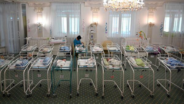 Новорожденные дети, фото из архива - Sputnik Азербайджан