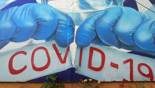 Граффити в поддержку медиков в борьбе с COVID-19 в Красногорске, фото из архива - Sputnik Азербайджан