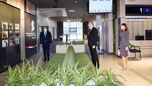 Президент Ильхам Алиев и Первая леди Мехрибан Алиева приняли участие в открытии Центра Агентства по устойчивому и оперативному социальному обеспечению - Sputnik Азербайджан