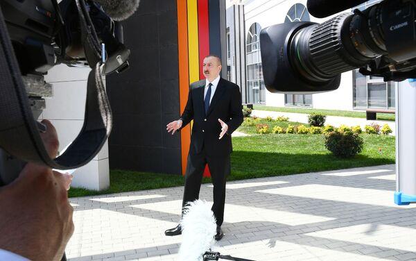 Президент Азербайджана Ильхам Алиев и первая леди Мехрибан Алиева приняли участие в открытии Центра DOST №3 - Sputnik Азербайджан