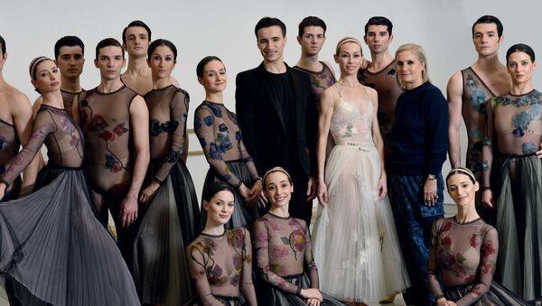 Видеоуроки балета от Dior - Sputnik Азербайджан