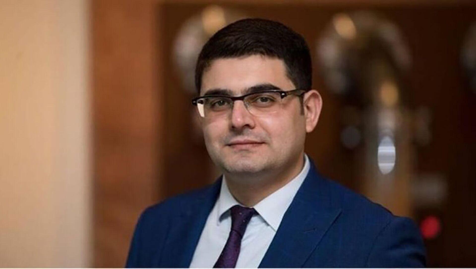 Enerji məsələləri üzrə ekspert, fəlsəfə doktoru Emin Axundzadə - Sputnik Азербайджан, 1920, 02.09.2021