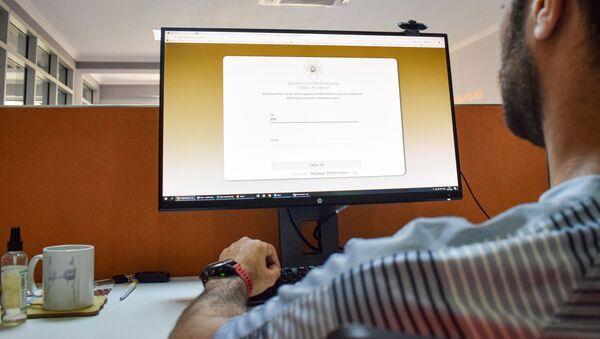 Пользователь сайта e-telebe.edu.az  - Sputnik Азербайджан