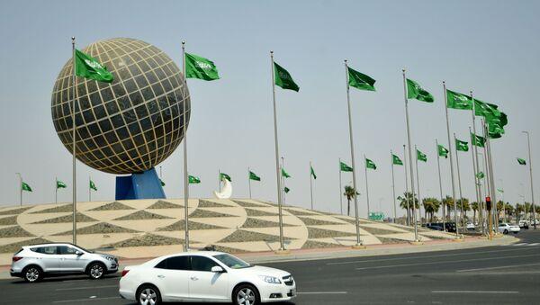 Флаги Саудовской Аравии на одной из улиц города Джидда - Sputnik Азербайджан